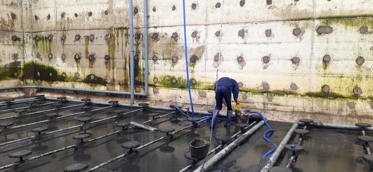 Vệ sinh hệ thống xử lý nước thải - Nhân sự vệ sinh hệ thống xử lý nước thải