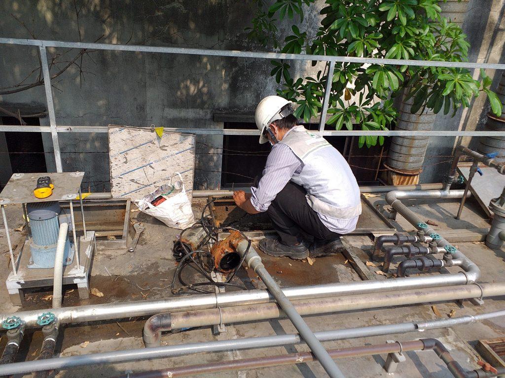 Vận hành hệ thống xử lý nước thải tại Thuận An - Vệ sinh bơm chìm