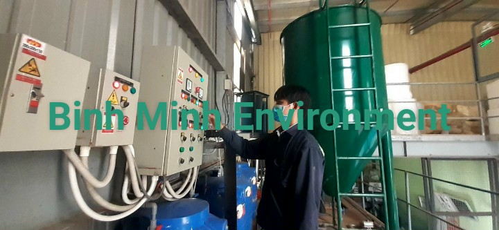 Hình 3. Nhân sự vận hành hệ thống xử lý nước thải